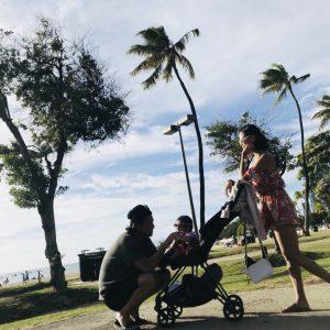 ハワイのビーチで散歩